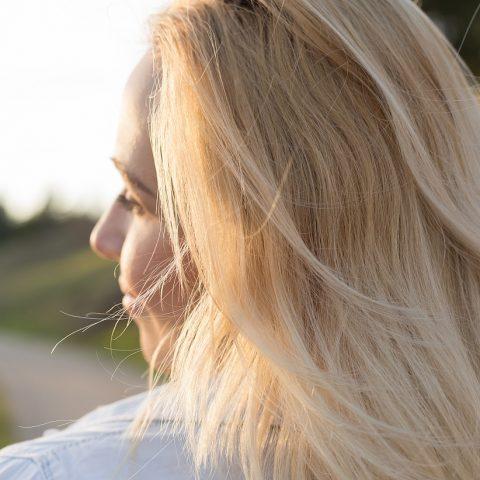 Wie passt ihr den Blondton der Haare an sich selbst an? Einfacher Tipp!